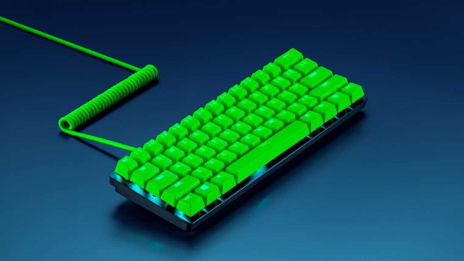 کیبوردهای مکانیکی ریزر با کلیدهای سبز فسفری و کابل اتصال فنری